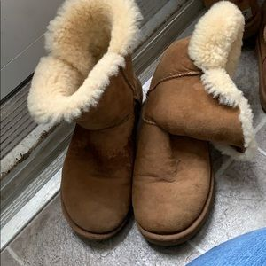 Ugg classic short bailey button boots